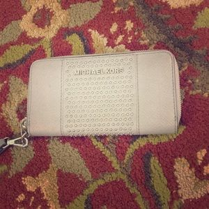 💕 Michael kors gray leather zip around wallet 💕